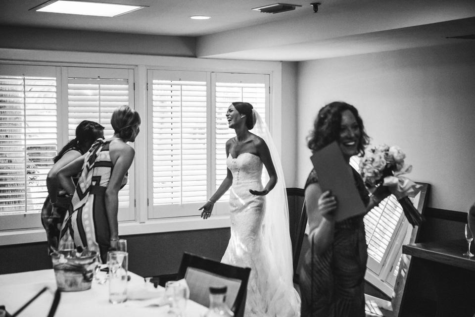 09 novia contenta con las damas de honor