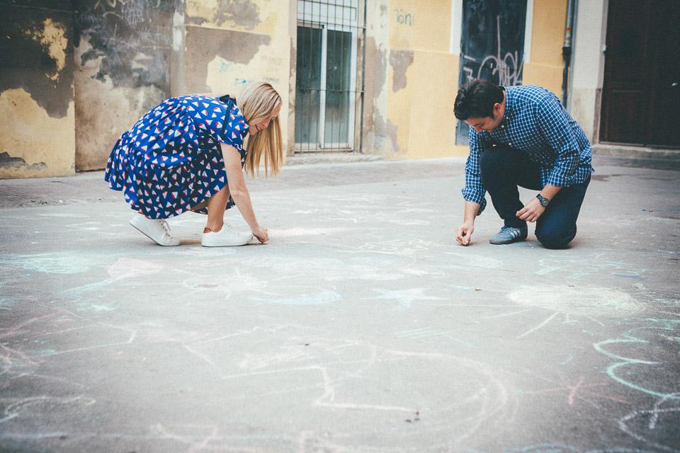 09 novios pintando con tiza
