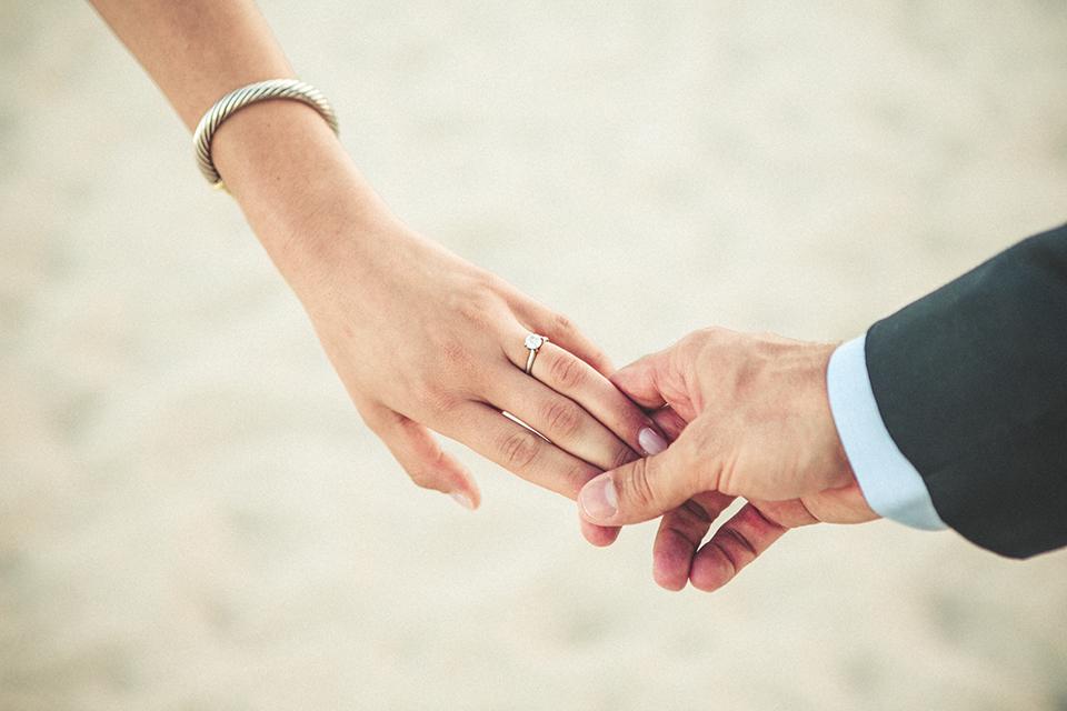 10 preboda novios manos anillo compromiso union boda fandi