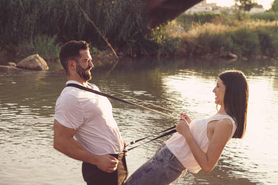 12 pareja jungando el rio