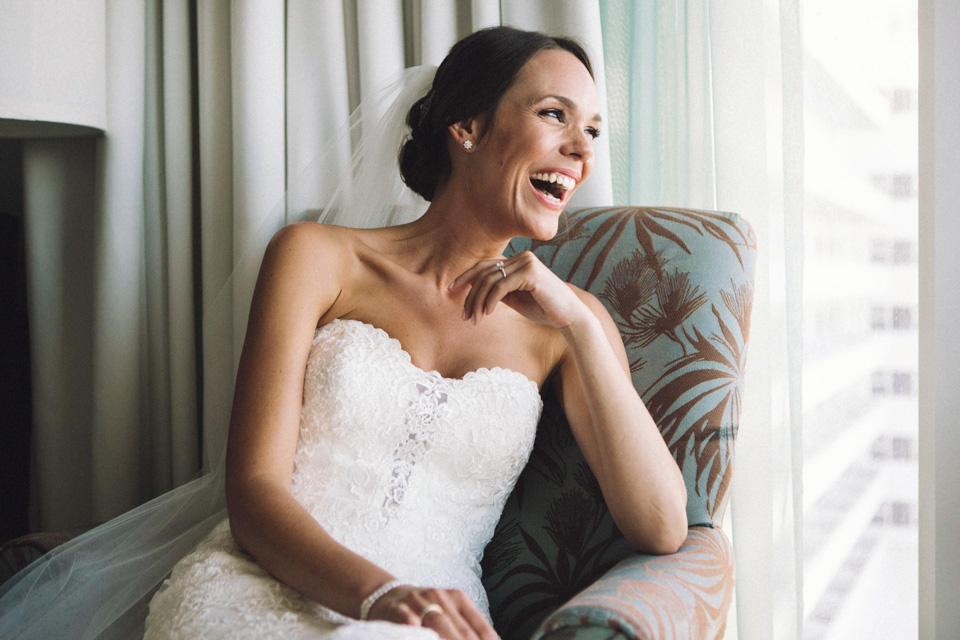 13 novia muy feliz y sonriente antes de su boda