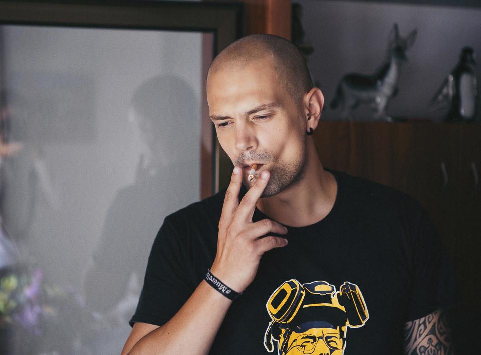 03 novio fumando