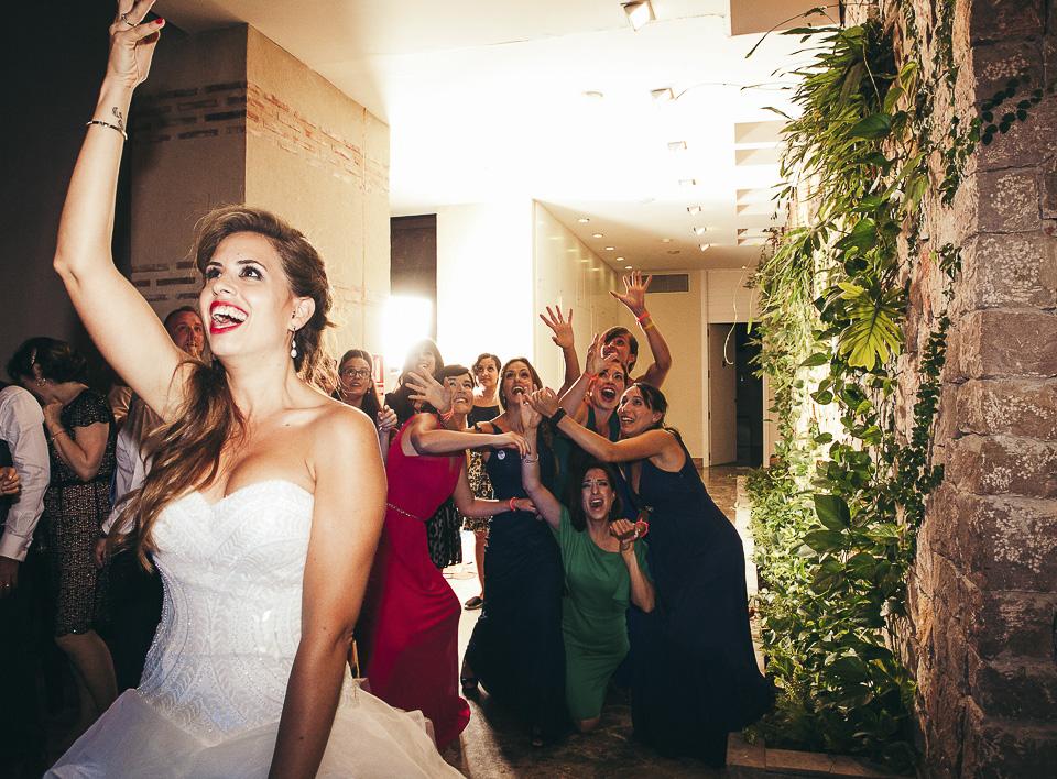 54 lanzamiento de ramo boda
