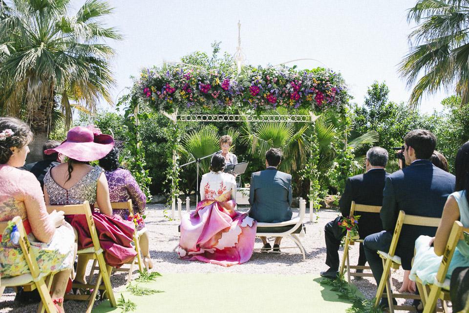 29 foto trasera de ceremonia civil con mucho color