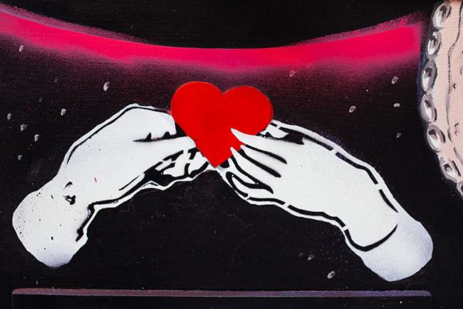 manos y corazon graffiti entrada fandi