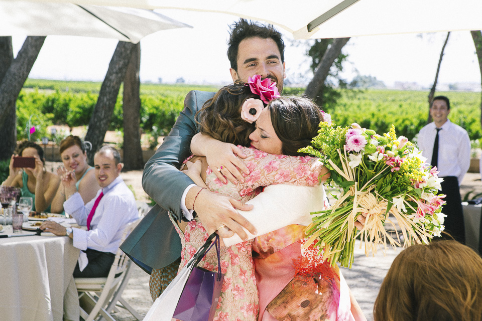 45 abrazo de novia con hermana