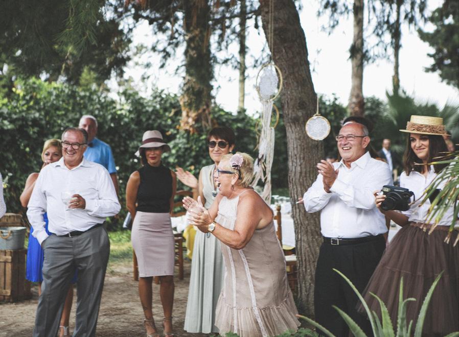 50 invitados risas aplausos baile novios boda