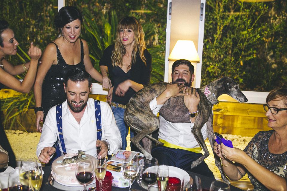 58 tarta con perro de azucar y perro real