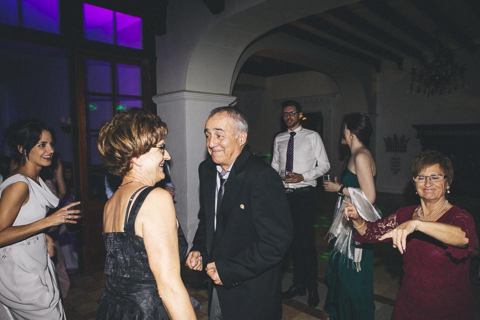 66 invitados bailando en boda