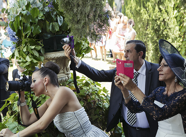 Invitados que hacen fotos en las bodas: los turistas japoneses