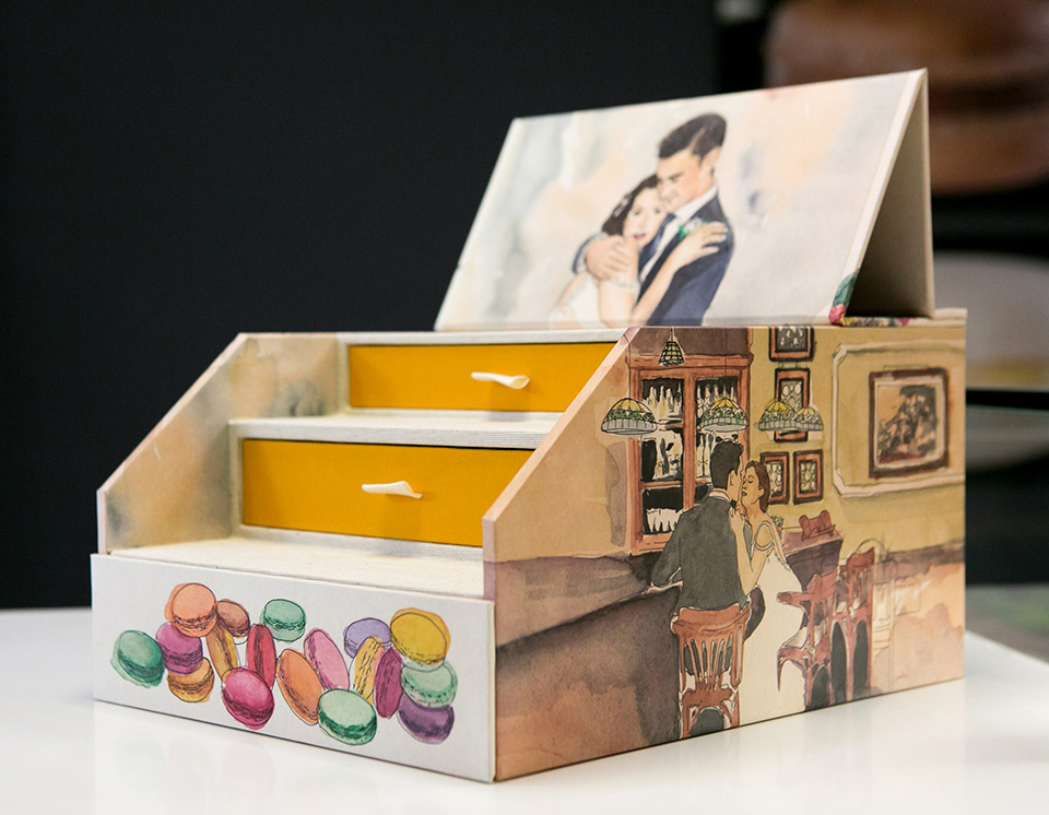 Romántica caja de fotos en acuarela