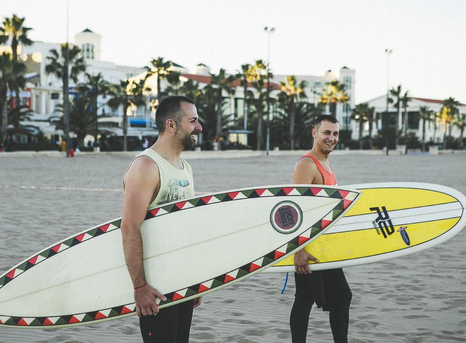 11 novios surferos