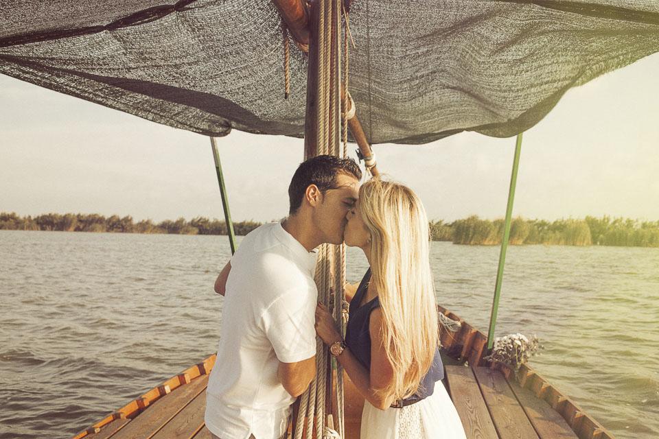 12 beso en barca albufera