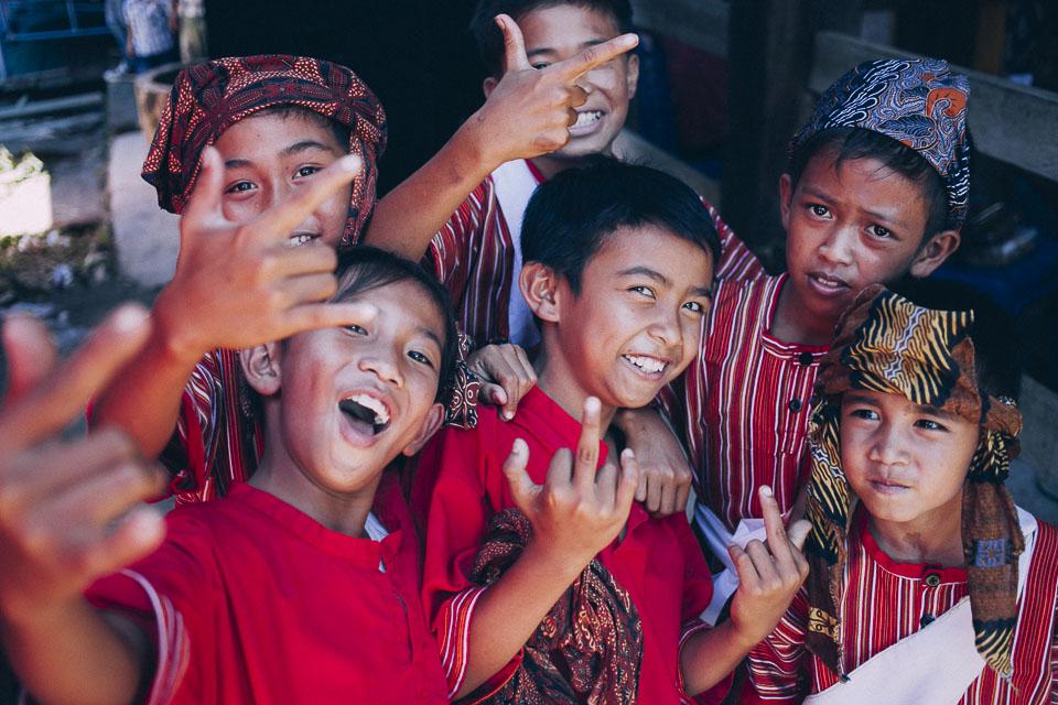 52 niños de boda en Sulawesi