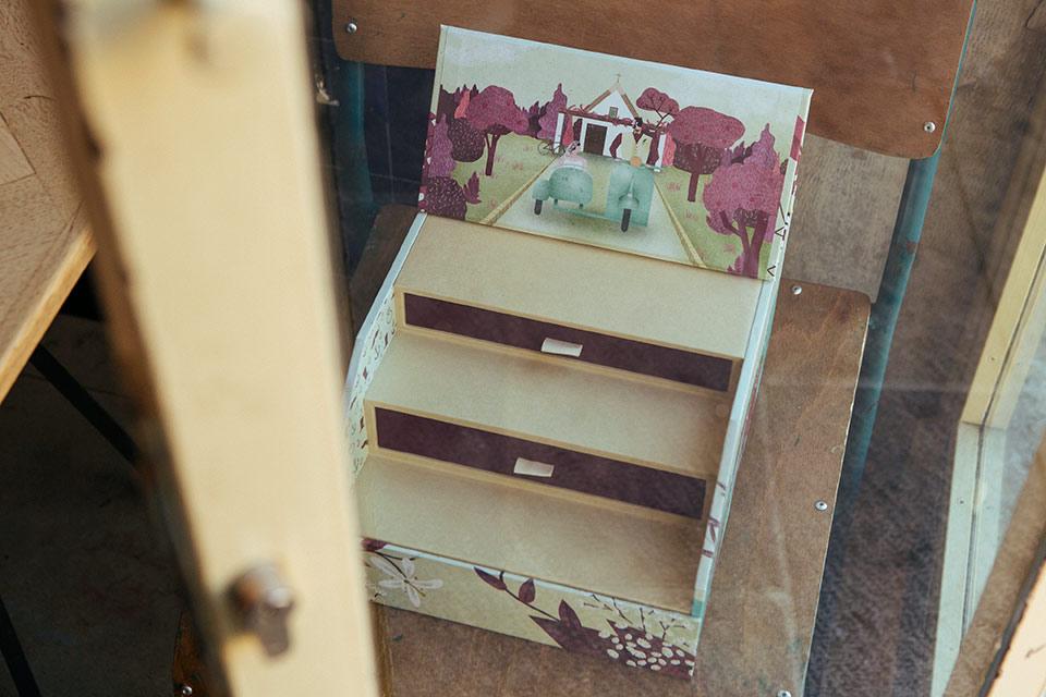 caja-con-fotos-de-boda-ilustrada