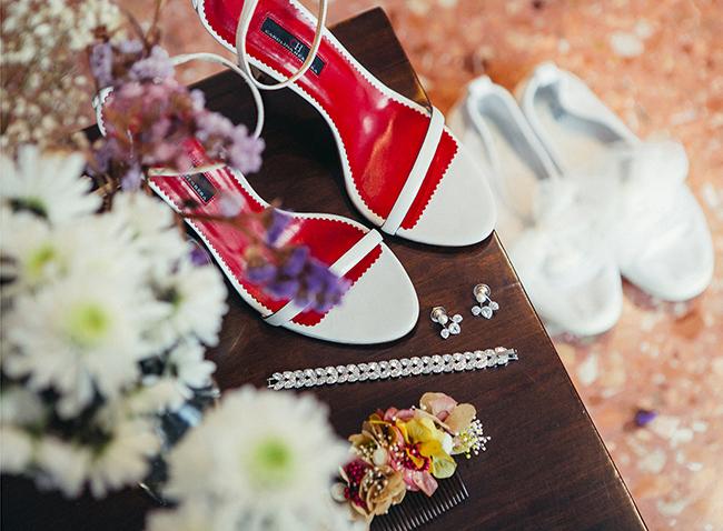 zapatos de novia y ramo