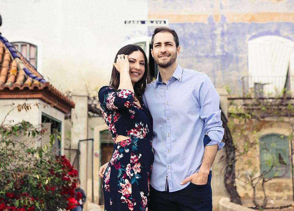 pareja posando en reportaje preboda