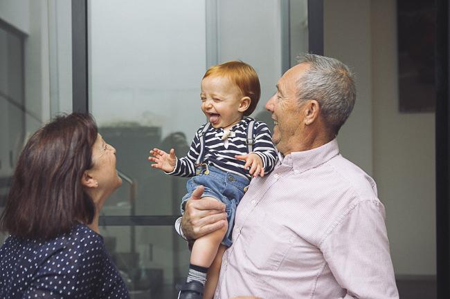abuelos y nieto