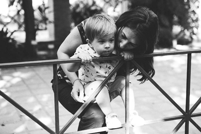 07 madre jugando con hijo