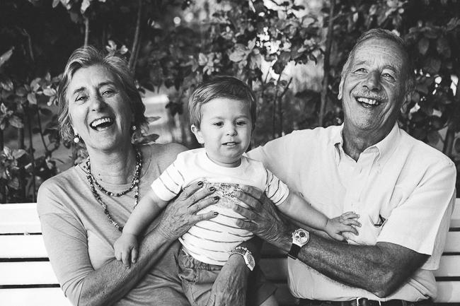 18 abuelos felices con su nieto