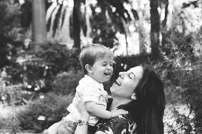 19 peque riendo con su madre