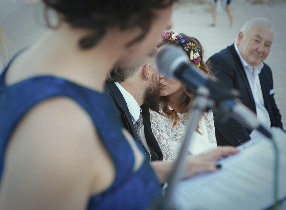 115 beso furtivo en ceremonia civil