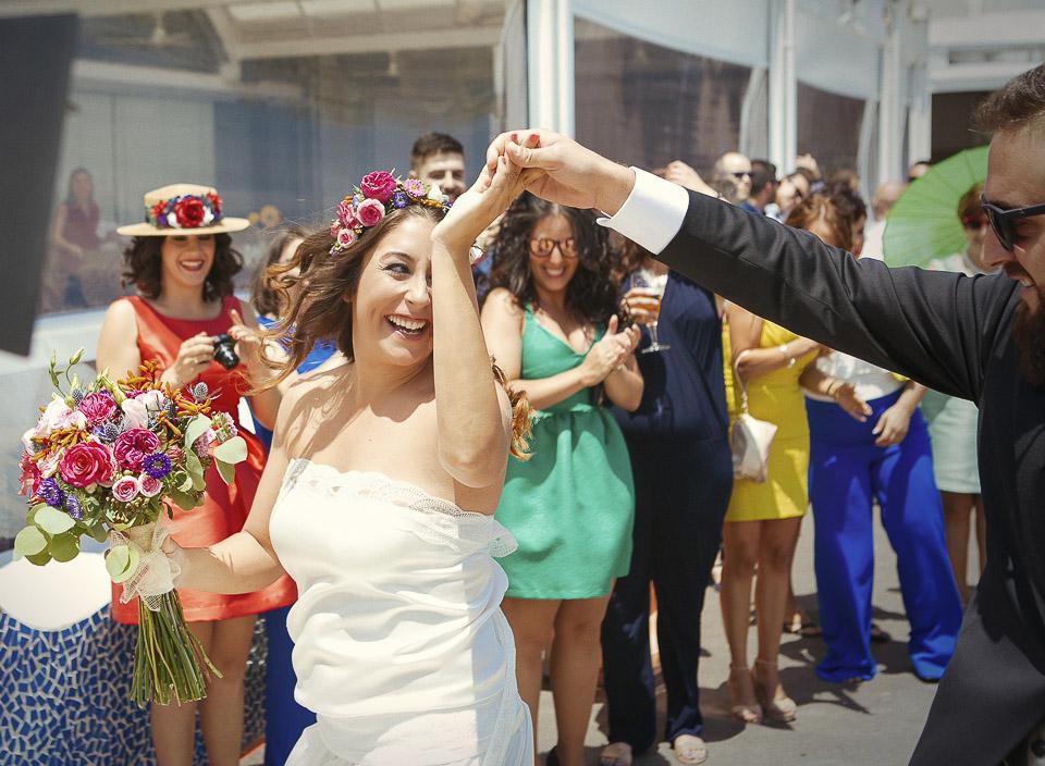 19 novios bailando al encontrarse