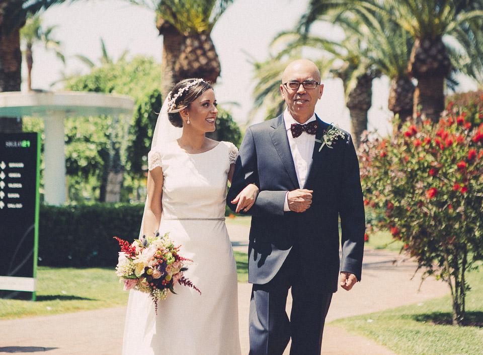 36 entrada de la novia con el padrino