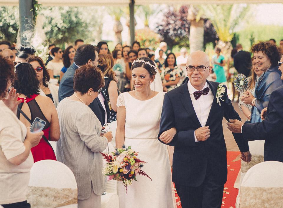 39 novia entrando en ceremonia civil