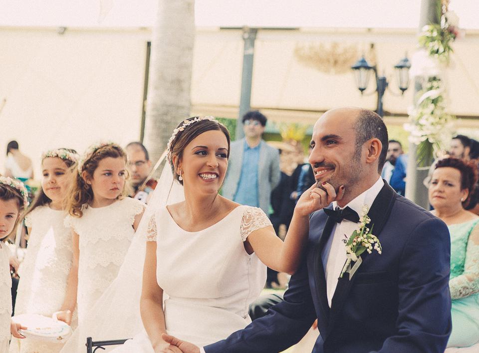 49 pareja feliz en ceremonia civil