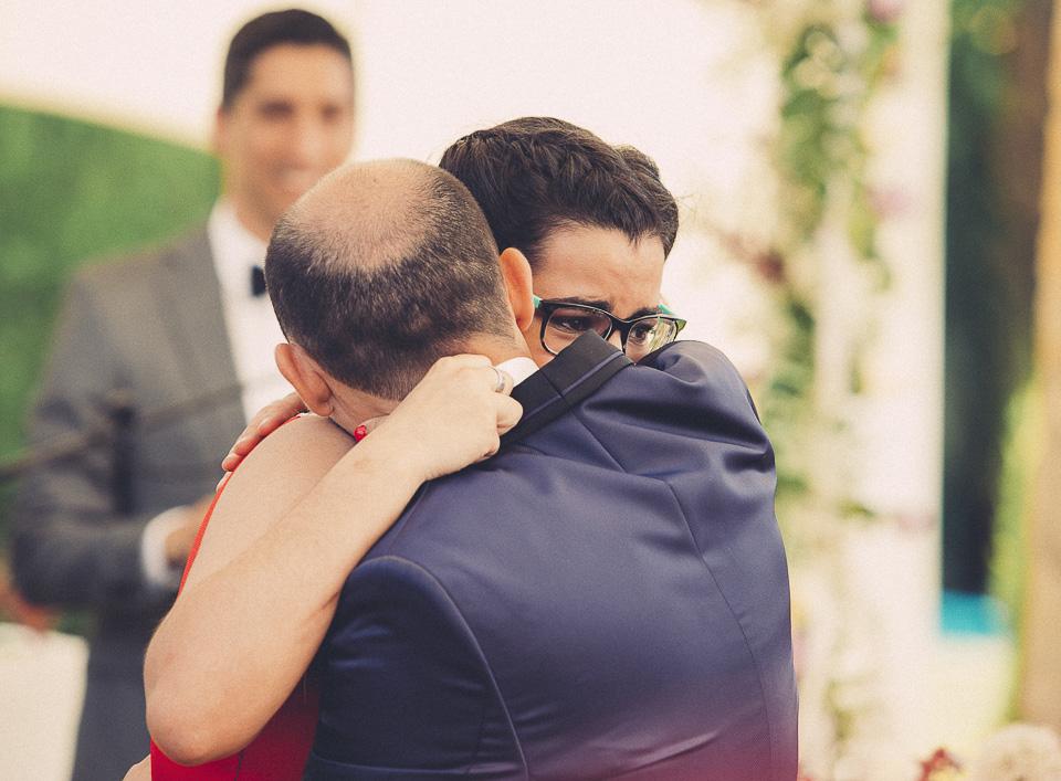 54 abrazo entre hermanos