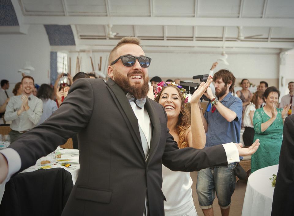 55 entrada triunfal al banquete en la boda al reves
