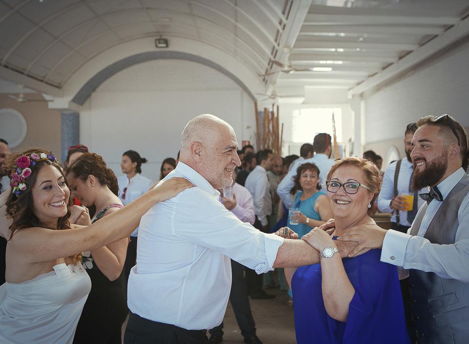 74 padres de novio bailando