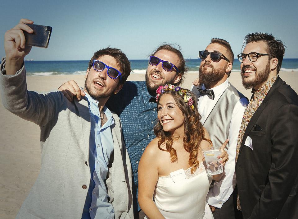 77 selfie con novios