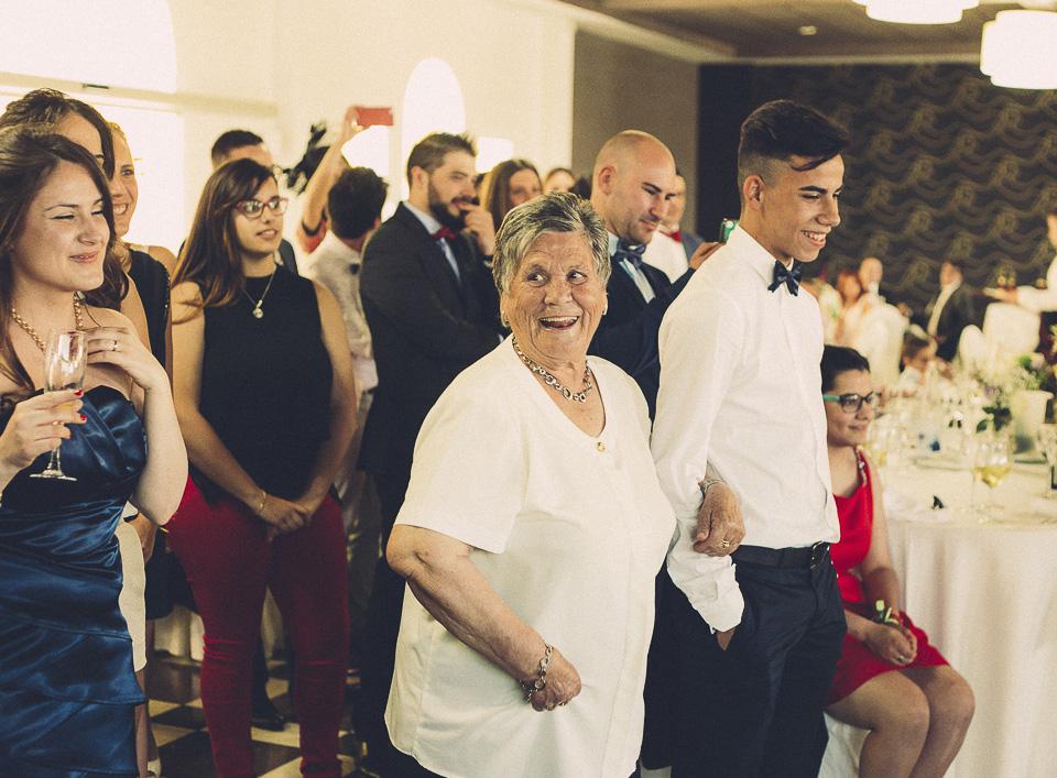 86 abuela contenta
