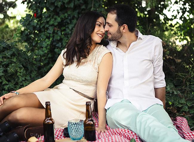 12 beso romantico en preboda picnic