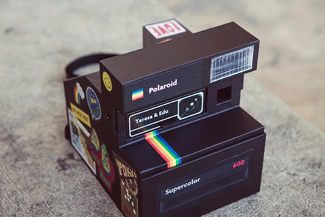 caja de fotos de boda inspirada en camara de fotos polaroid-fandi.es