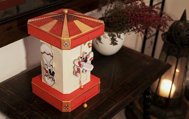caja-de-fotos-de-boda-inspirada-en-tiovivo