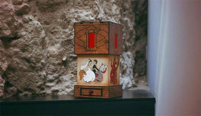 cajas de fotos de boda inspirada en torre medieval