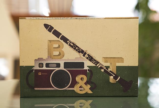 clarinete y camara de fotos ilustrados para los novios