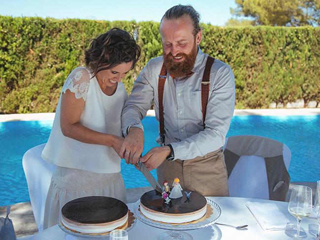 08-pareja-fandi-cortando-tarta-con-novios-playmobil