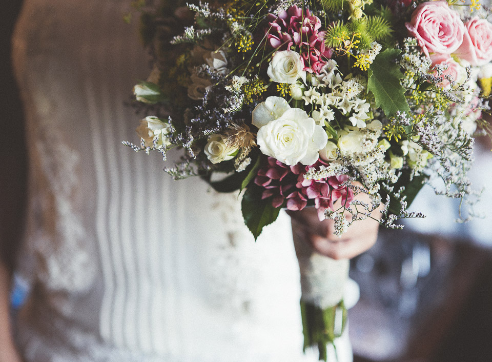 21-vestido-de-novia-con-ramo-de-novia
