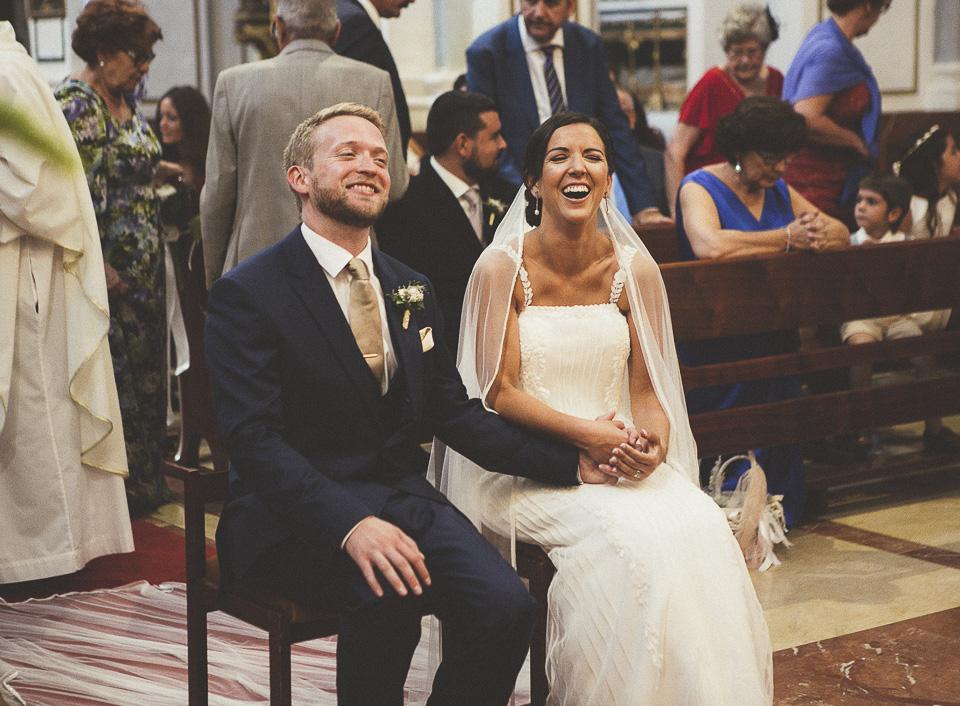 38-sonrisas-de-pareja-en-boda-religiosa
