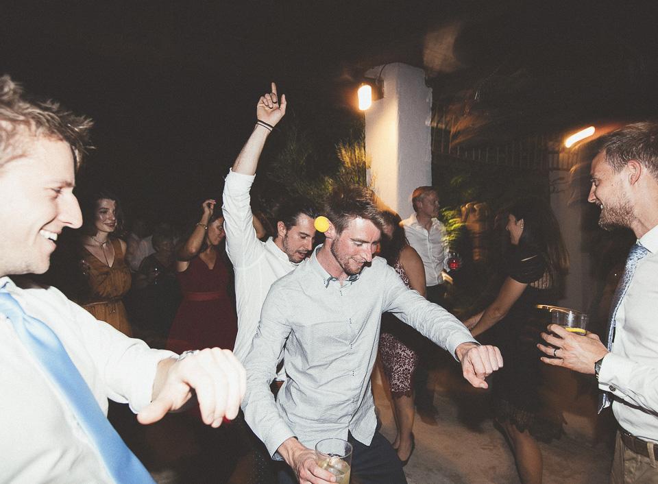 76-baile-divertido-de-invitados