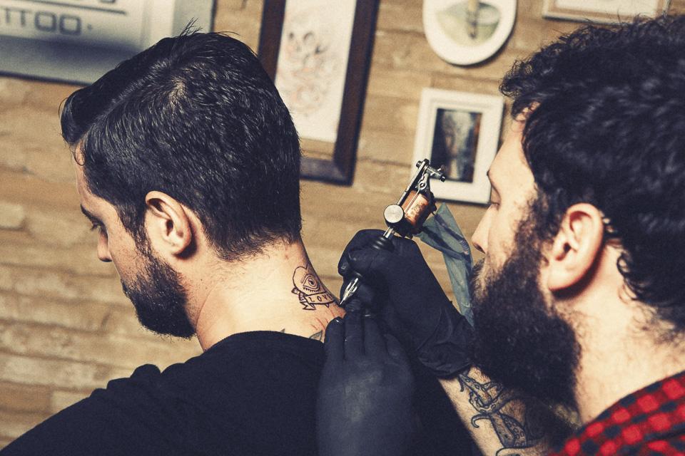 adolfo-tatuado
