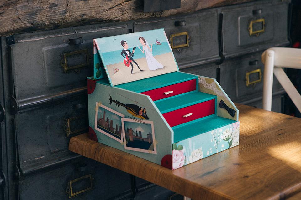 caja-de-fotos-ilustrada-a-medida