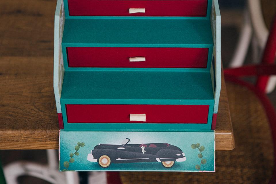 coche-de-la-boda-ilustrado-en-su-caja-de-fotos