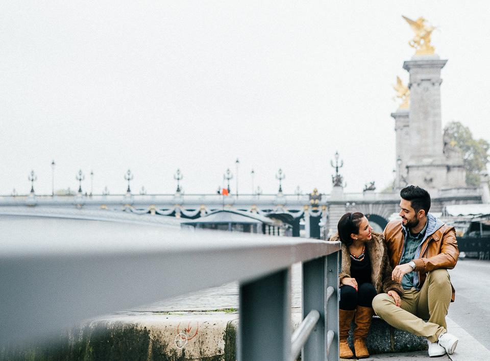 05-puente-de-paris-con-pareja-enamorada
