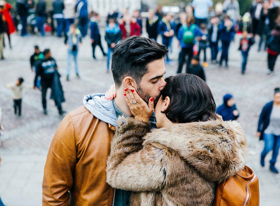 23-beso-pareja-paris