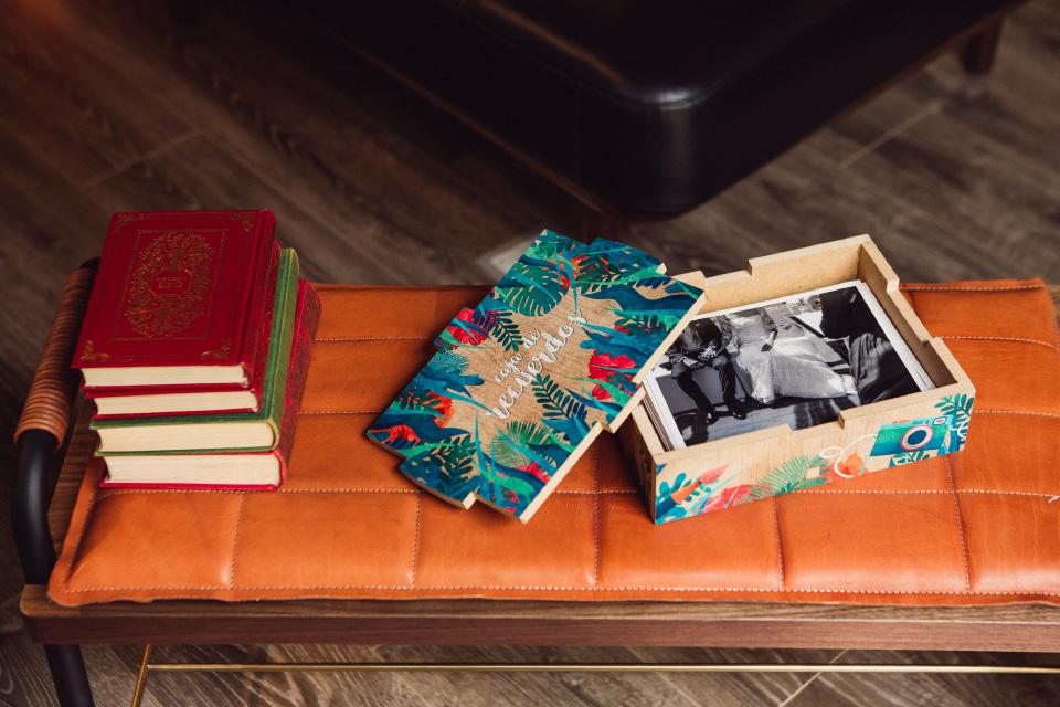 caja de fotos con ilustraciones